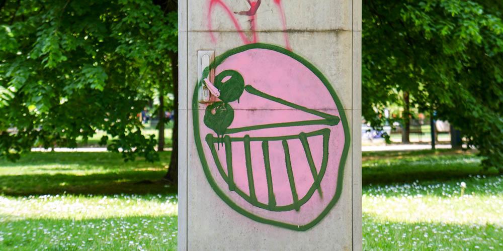 milan-smiling-grafitti-horizontal